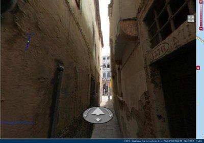 Ridiculously narrow Street in Venice, Geomondo