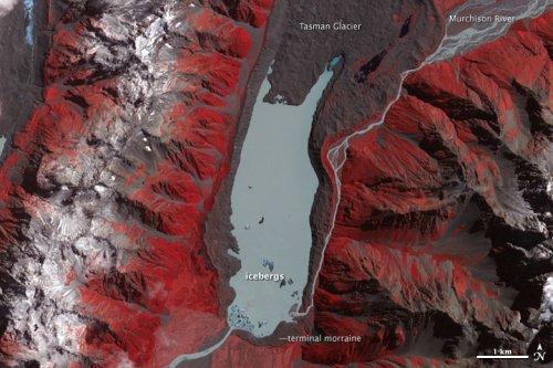 Icebergs break off glacier after Christchurch earthquake