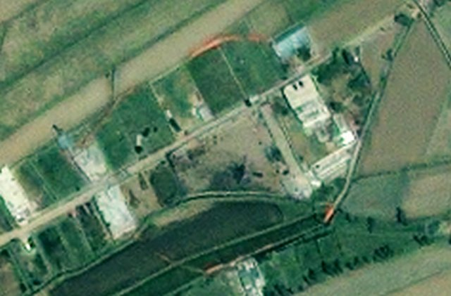 GeoEye May 2 satellite photo of Osama's compound