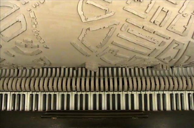 Stadsmuziek by Akko Goldenbeld. Playing a city map as music.